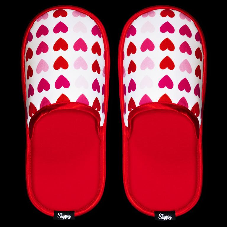 Papuče s červenýma srdíčkama