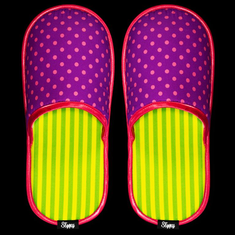růžové puntíkované pantofle