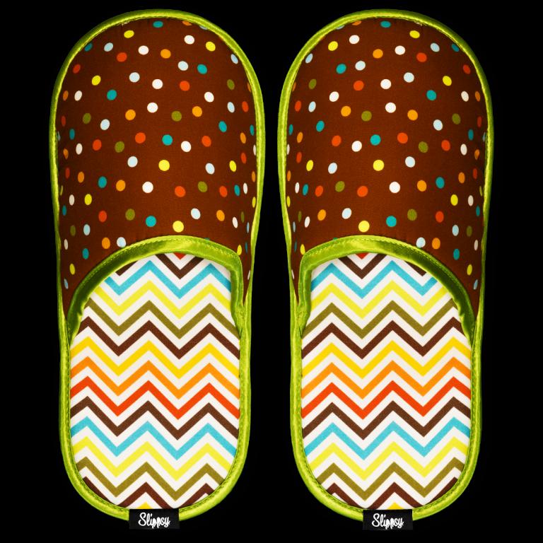barevné puntíkované pantofle